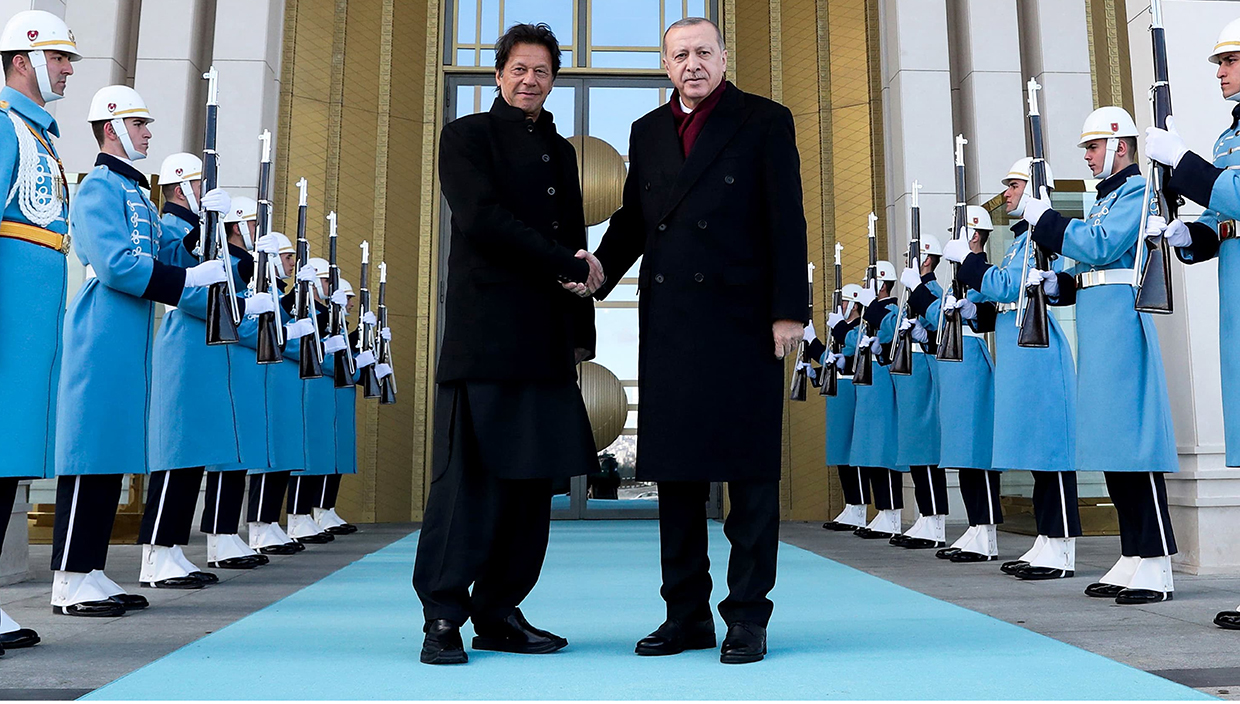 Prime Minister of Pakistan Imran Khan wearing ChaCha Noor Din Kaptaan Chappal during state visit of Turkey and meetup with President of Turkey, Recep Tayyip Erdoğan,