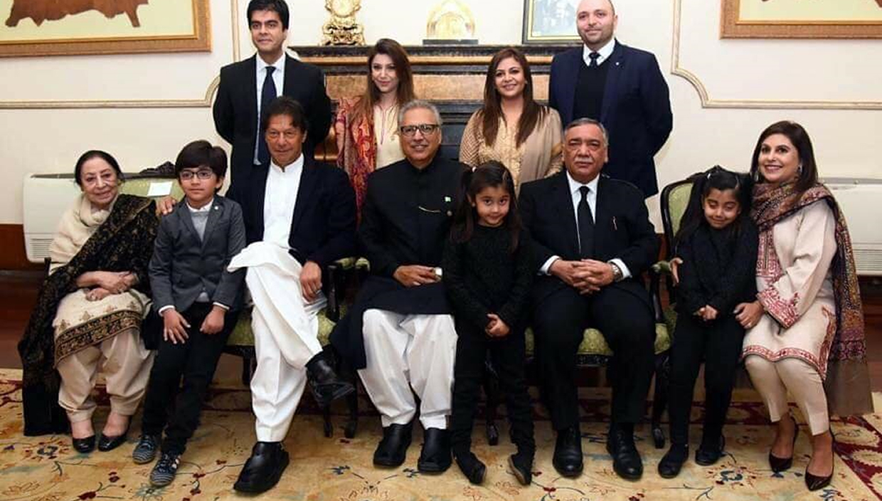 President of Pakistan Dr. Arif Alvi & Prime Minister if Pakistan Imran Khan wearing ChaCha Noor Din Kaptaan Chappal on official welcome of Chief Justice of Pakistan Asif Saeed Khosa.